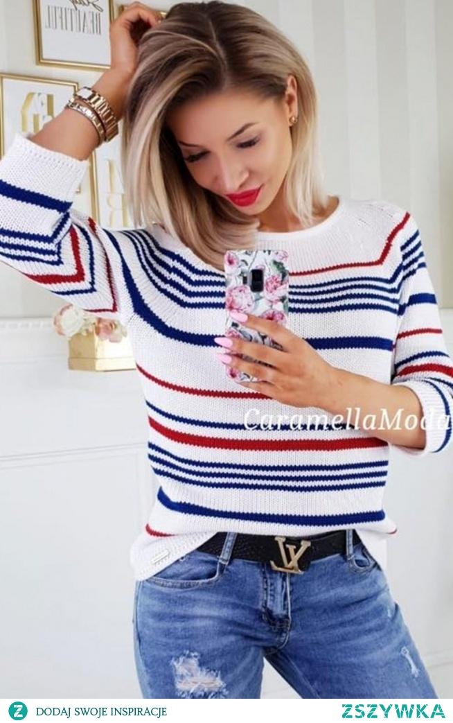 Carmel sweterek w paski Śliczny sweterek damski utrzymany w świeżym marynistycznym stylu, wykonany został z miękkiej dzianiny, sweter ozdobiony kolorowymi paseczkami