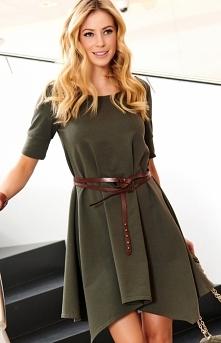 Fantastyczna dzienna sukienka dedykowana dla wszystkich kobiet, które cenią sobie wygodę połączoną z elegancją. Trapezowy fason świetnie ukryje niedoskonałości sylwetki. Sukienk...