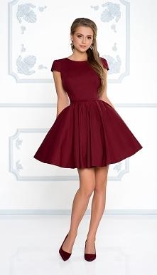 Kliknij w zdjęcie by przejść do produktu sukienkowo.com NATALIA - Rozkloszowana klasyczna sukienka z rękawkiem bordowa