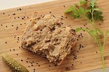 Smalec z fasoli czyli świetna wegańska alternatywa tradycyjnego smalcu. Co więcej składa się głównie z białka, a nie z tłuszczu i przez to możemy się nim zajadać do woli. Świetn...