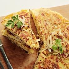 Tortilla hiszpańska czyli omlet z ziemniakami jest świetnym pomysłem na wykorzystanie pozostałych po obiedzie ziemniaków. Jej wersja podstawowa to właśnie ziemniaki, cebula i ja...