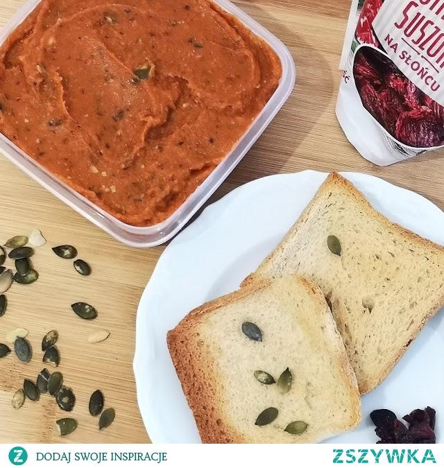 Przepis na pastę marchwiowo-paprykową na chleb (smarowidło) dostępny po kliknięciu w zdjęcie ;)