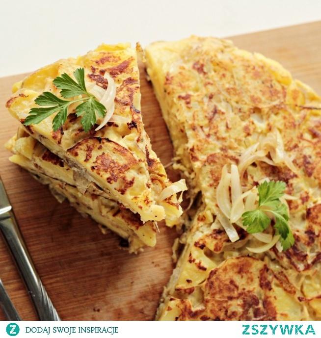 Tortilla hiszpańska czyli omlet z ziemniakami jest