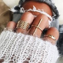 Zestaw pierścionków do kupienia w sklepie internetowym Silvona. Kliknij w zdj...
