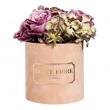 flower box ze sztucznymi różami i hortensjami w odcieniu fioletu oraz zieleni