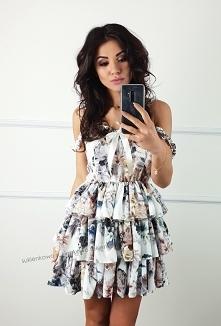 Kliknij w zdjęcie by przejść do produktu sukienkowo.com SHIRLEY - rozkloszowana sukienka z falbanami w kwiaty