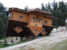 Odwrócony dom w Szymbarku n...