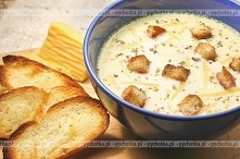 Zupa serowa z orzechami laskowymi