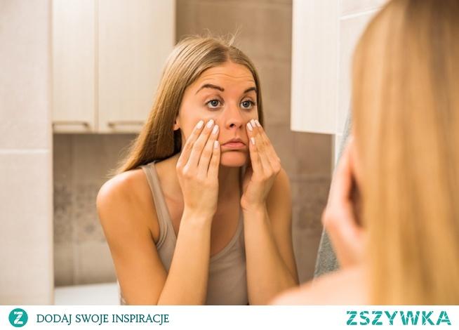 Jakie są domowe sposoby na opuchniętą twarz? Tego dowiecie się w dzisiejszym artykule!
