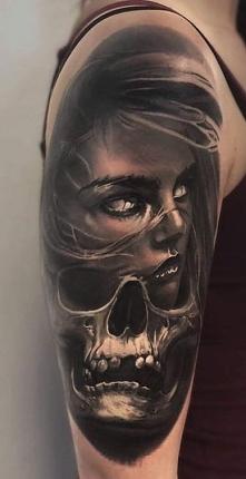 kobieta i czaszka