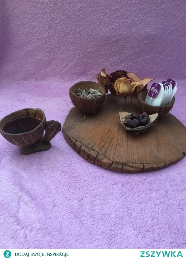 Filiżanki, kubki, podstawki wykonane z naturalnego kokosa.