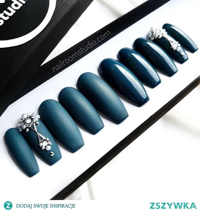 paznokcie press on wykonane na zamówienie - dowolny kształt, kolor i wymiar - zamawiasz i nosisz, to bardzo proste - instagram @nailroomstudio