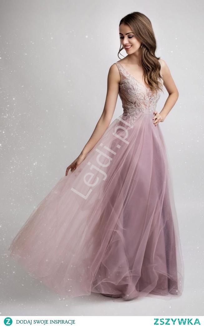 Odważna suknia wieczorowa w kolorze brudnego różu z odkrytymi plecami i lekko transparentnym gorsetem. Dół tiulowy z satynową podszewką, wspaniale się układa, kolor bardzo ładnie podkreśla delikatną tkaninę.