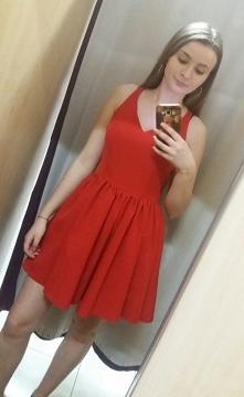 Rozkloszowana prosta sukienka