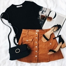 Wiosenna stylizacja z karmelową spódnicą