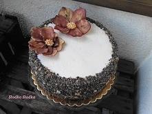 Tort ozdobiony Kwiatami zro...