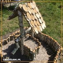 Drewniana dekoracja studni ...
