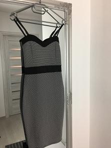 sprzedam sukienkę, rozmiar S - 40 zł