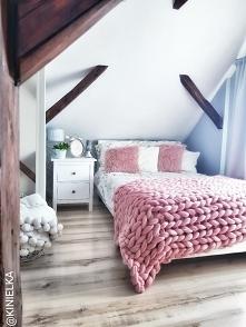 Sypialnia różowy koc z wełn...