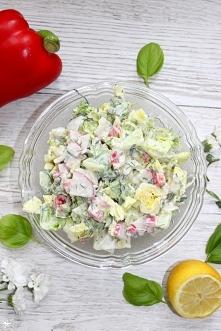 Szybka sałatka obiadowa z sałaty rzymskiej