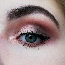 Neutralne cut crease