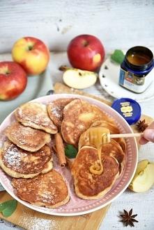 Puchate placki jogurtowe z jabłkami i miodem!
