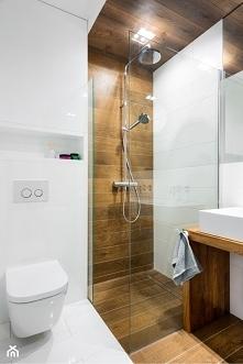 prysznic w drewnie
