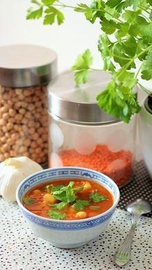 Zupa pomidorowa z ciecierzy...