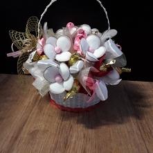 koszyczek ze słodkościami