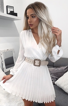 Przepiękna sukienka z pliso...