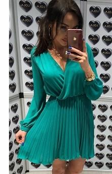Fantastyczna sukienka w pięknym zielonym kolorze