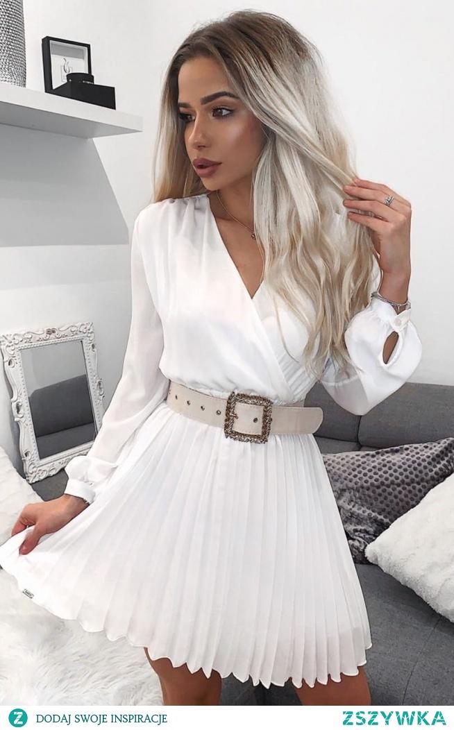 Przepiękna sukienka z plisowanym dołem od Lola Fashion