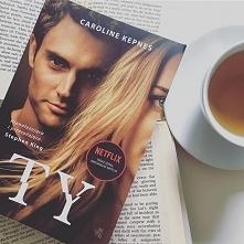 Ta książka sprawi, że będziesz zerkać przez ramię…  Do księgarni w East Villa...