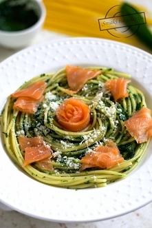 Spaghetti z łososiem oraz p...