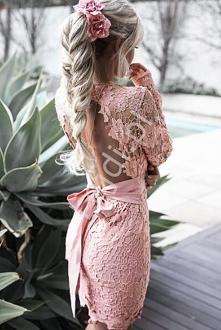 Koronkowa sukienka jasno ró...