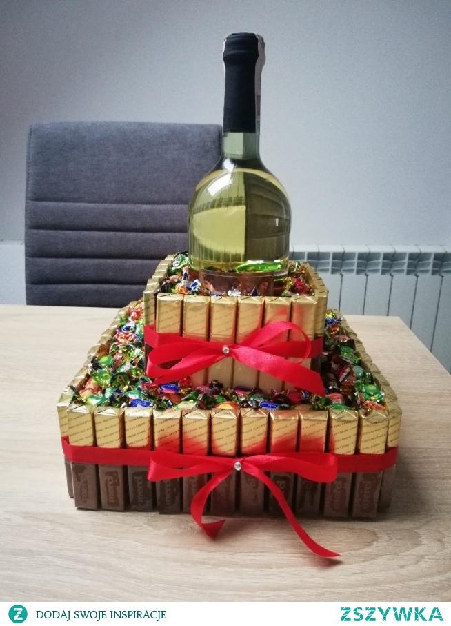 Tort ze słodyczy na urodziny