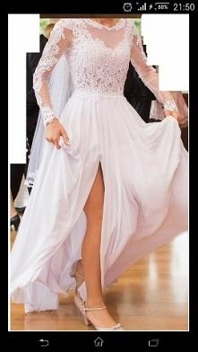 Śliczna sukienka i to rozcięcie