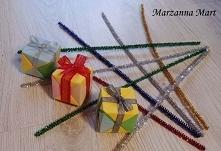 Pudełka wykonane metodą origami. Mogą służyć jako bombki na choinkę. Bardzo wytrzymałe - pudełeczko o wymiarach (5 x 5 x 5) cm wytrzyma nawet 3 kg obciążenie.