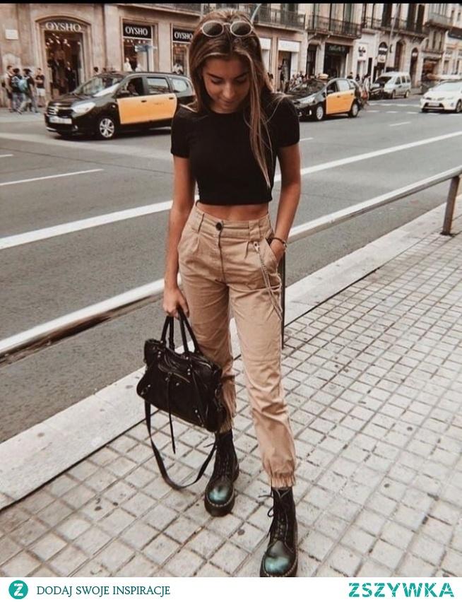 Wiosenna stylizacja z beżowymi spodniami