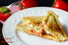 tosty z pesto, pomidorem i mozzarellą