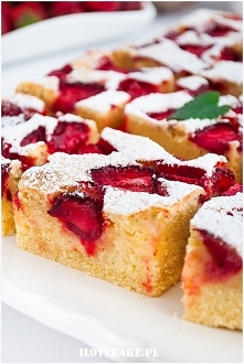 Budyniowe ciasto z truskawkami