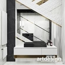 Niesamowita łazienka z piękną kompozycją z płytek 3d i listw w złotym kolorze | TURN-UP FOR THE BOOKS | Wnętrza domu