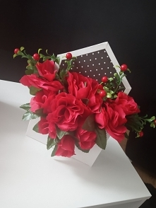 Flower box wykonany z czerw...