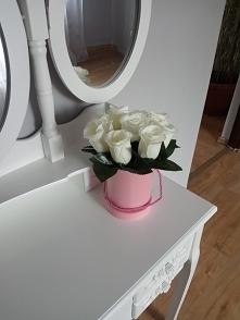 Flower box wykonany z biały...