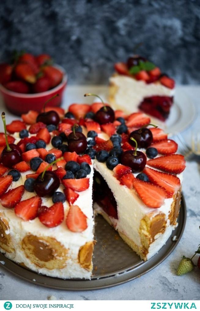 Sernik na zimno z owocami i niespodzianką