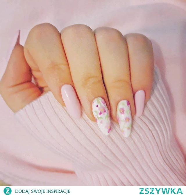 Za oknem nadal zima, ponuro, zimno i bleee... dlatego przynajmniej na paznokciach odrobina wiosny.