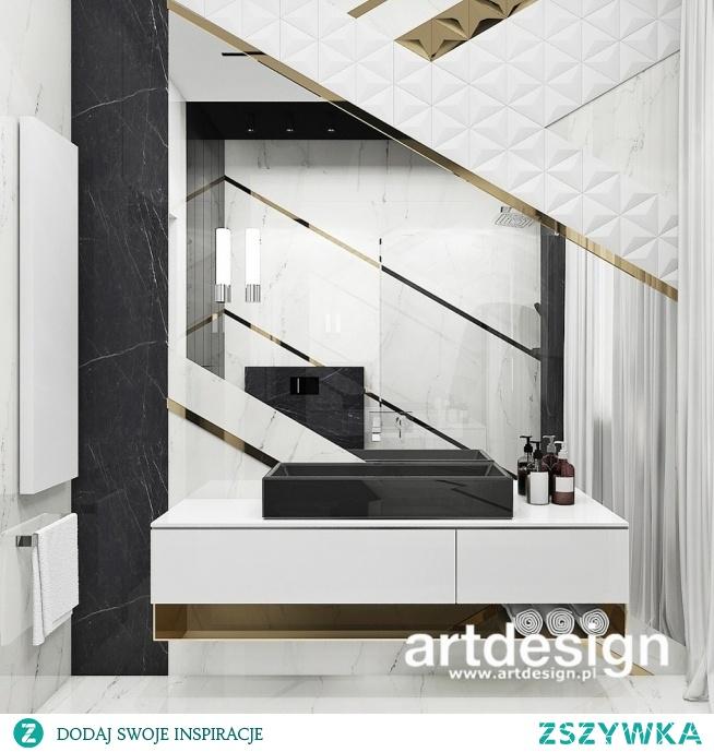 Niesamowita łazienka z piękną kompozycją z płytek 3d i listw w złotym kolorze   TURN-UP FOR THE BOOKS   Wnętrza domu