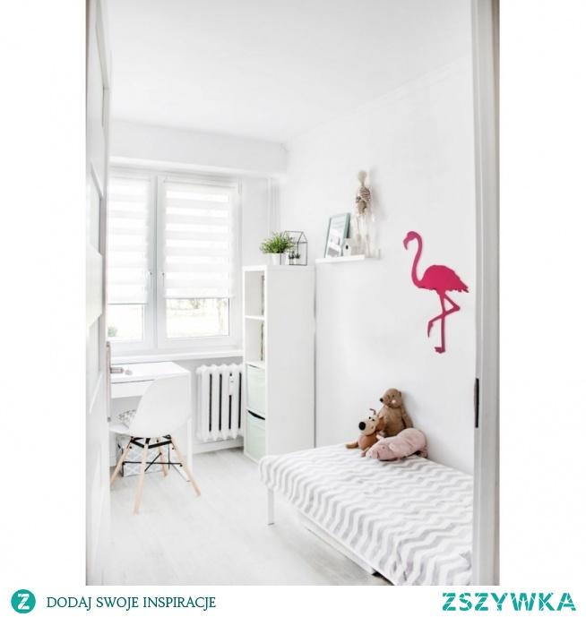 Wieszak na ścianę Flaming firmy FLOXXY to precyzyjnie wykonany wieszak z metalu pomalowany na różowy kolor. Wieszak dekoracyjny ptak Flaming posiada 4 wygodne haczyki odporne na wyginanie. Elegancki wieszak ścienny z metalu to także praktyczna dekoracja, która genialnie ozdobi monotonną ścianę. Wieszak Flaming można zaaranżować zarówno w pokoju dziecięcym jak i w restauracji, pubie czy biurze.