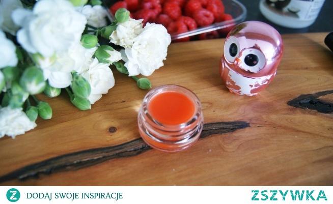 vissien.blogspot.com [klik w zdjecie] Jak zrobić swój własny balsam do ust? Tanio, szybko, skutecznie nawilża usta. Zapraszam na bloga! To również świetny pomysł na prezent :)