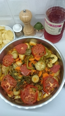 Warzywa w pomidorach. Smaży...